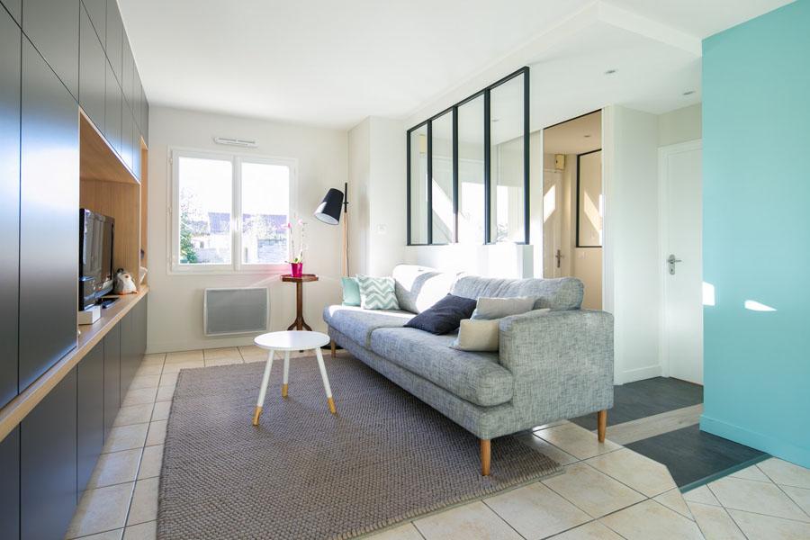 meuble salon, sur mesure, meuble tv, bibliothèque, bois, salon, verrière industrielle, calpinage sol, bleu