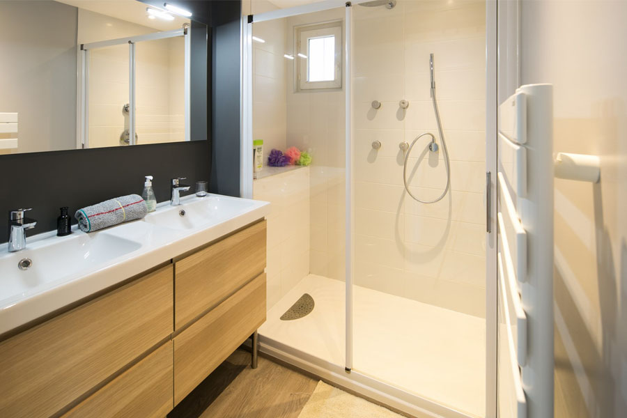 suite parentale, salle de bain, godmorgon, ikea, jet massant, lumineux, scandinave, bois