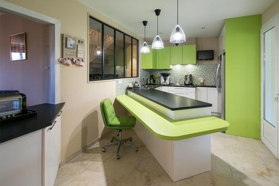 cuisine, cuisine verte, crédence mosaique, verrière